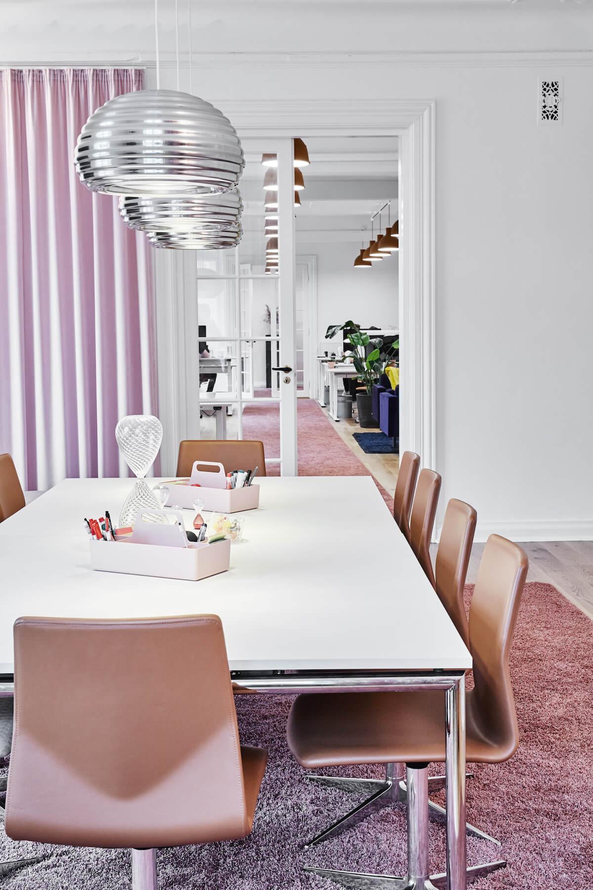 Four Design Xl Stole I Læder Og Four Meeting Mødebord